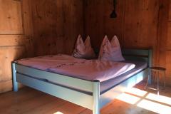 Doppelbett in Dreibettzimmer